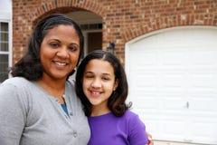 Μητέρα και κόρη στοκ εικόνα με δικαίωμα ελεύθερης χρήσης