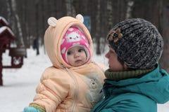 Μητέρα και παιδί Στοκ εικόνα με δικαίωμα ελεύθερης χρήσης