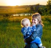 Μητέρα και παιδί Στοκ εικόνες με δικαίωμα ελεύθερης χρήσης