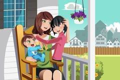 Μητέρα και παιδιά Στοκ φωτογραφία με δικαίωμα ελεύθερης χρήσης