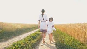 Μητέρα με την κόρη απόθεμα βίντεο