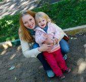 Μητέρα με το κοριτσάκι Στοκ εικόνες με δικαίωμα ελεύθερης χρήσης