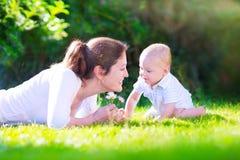 Μητέρα με το μωρό Στοκ Εικόνα