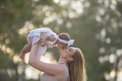 μητέρα μωρών Στοκ φωτογραφία με δικαίωμα ελεύθερης χρήσης