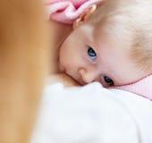 μητέρα νεογέννητη Στοκ Φωτογραφίες