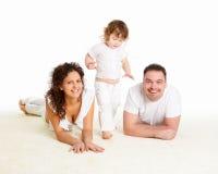 Μητέρα, πατέρας και το παιδί τους μαζί στο στούντιο στοκ εικόνα