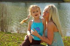 μητέρα 2 κορών Στοκ Εικόνες