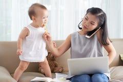 Μητέρα freelancer στοκ φωτογραφίες