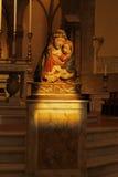 Μητέρα Mary και Ιησούς σε μια εκκλησία της Ρώμης στοκ φωτογραφίες με δικαίωμα ελεύθερης χρήσης