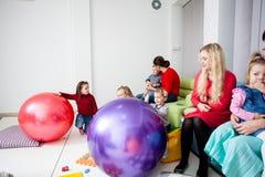 Μητέρες και παιδιά Στοκ εικόνες με δικαίωμα ελεύθερης χρήσης