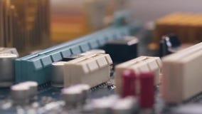 Μητρική κάρτα υπολογιστών στην κίνηση φιλμ μικρού μήκους