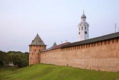 Μητροπολιτικός και πύργος ρολογιών σε Novgorod ο μεγάλος (Veliky Novgorod) Ρωσία Στοκ Φωτογραφίες