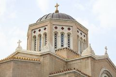 Μητρόπολη, ελληνικός ορθόδοξος καθεδρικός ναός στην Αθήνα Νεφελώδης ουρανός πέρα από Annunciation Panagia την εκκλησία Στοκ Εικόνα
