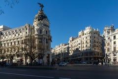 Μητρόπολη που χτίζει τη μητρόπολη Edificio σε Alcala και Gran μέσω των οδών στην πόλη της Μαδρίτης, S στοκ εικόνα με δικαίωμα ελεύθερης χρήσης