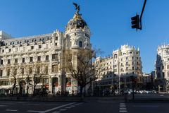 Μητρόπολη που χτίζει τη μητρόπολη Edificio σε Alcala και Gran μέσω των οδών στην πόλη της Μαδρίτης, S στοκ φωτογραφία με δικαίωμα ελεύθερης χρήσης
