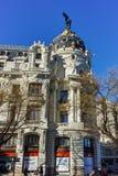 Μητρόπολη που χτίζει τη μητρόπολη Edificio σε Alcala και Gran μέσω των οδών στην πόλη της Μαδρίτης, Spai στοκ εικόνες