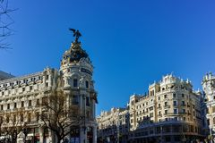 Μητρόπολη που χτίζει τη μητρόπολη Edificio σε Alcala και Gran μέσω των οδών στην πόλη της Μαδρίτης, Spai στοκ εικόνες με δικαίωμα ελεύθερης χρήσης