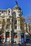 Μητρόπολη που χτίζει τη μητρόπολη Edificio σε Alcala και Gran μέσω των οδών στην πόλη της Μαδρίτης, Spai στοκ φωτογραφία με δικαίωμα ελεύθερης χρήσης