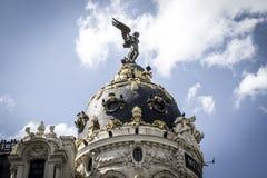 Μητρόπολη, εικόνα της πόλης της Μαδρίτης, η χαρακτηριστική αψίδα του στοκ εικόνα