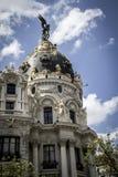 Μητρόπολη, εικόνα της πόλης της Μαδρίτης, η χαρακτηριστική αψίδα του στοκ φωτογραφία