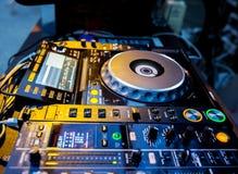 Μηχάνημα αναπαραγωγής CD και αναμίκτης του DJ Στοκ εικόνες με δικαίωμα ελεύθερης χρήσης