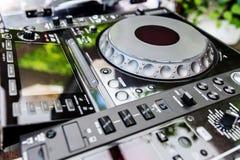 Μηχάνημα αναπαραγωγής CD και αναμίκτης του DJ Στοκ Εικόνες