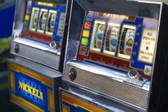 Μηχάνημα τυχερών παιχνιδιών με κέρματα Στοκ φωτογραφία με δικαίωμα ελεύθερης χρήσης
