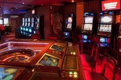Μηχάνημα τυχερών παιχνιδιών με κέρματα και ρουλέτα Στοκ εικόνα με δικαίωμα ελεύθερης χρήσης