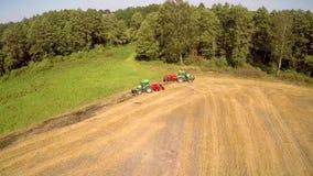 Μηχανές Agriculturar στην εργασία φιλμ μικρού μήκους