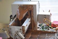 Μηχανήματα καταστημάτων φοντάν που στάζουν το λειωμένο φοντάν Στοκ Εικόνες