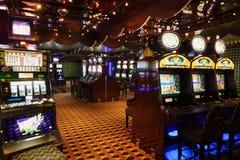 Μηχανήματα τυχερών παιχνιδιών με κέρματα στη πλευρά Luminosa σκαφών της γραμμής Στοκ Εικόνα