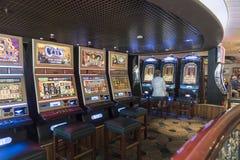 Μηχανήματα τυχερών παιχνιδιών με κέρματα χαρτοπαικτικών λεσχών στην πριγκήπισσα νησιών των MV στοκ φωτογραφίες