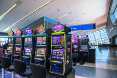 Μηχανήματα τυχερών παιχνιδιών με κέρματα αερολιμένων του Λας Βέγκας Στοκ Φωτογραφίες