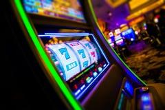 Μηχανήματα τυχερών παιχνιδιών με κέρματα χαρτοπαικτικών λεσχών Στοκ φωτογραφίες με δικαίωμα ελεύθερης χρήσης
