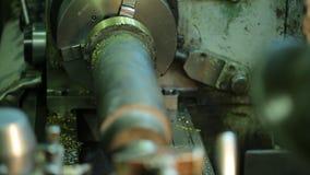 Μηχανή άλεσης χειριστών με τη λεπτομέρεια μετάλλων αποτυπώσεων γαντιών απόθεμα βίντεο
