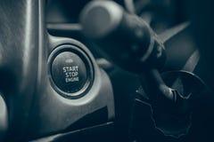 μηχανή αυτοκινήτων κουμπιών εκκίνησης-στάσης Στοκ φωτογραφία με δικαίωμα ελεύθερης χρήσης