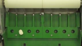 Μηχανή για να κάνει χαρακτηριστικά σπιτικά ζυμαρικά απόθεμα βίντεο