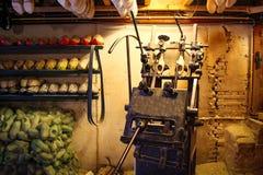 Μηχανή για τα ξύλινα παπούτσια Klompen στην Ολλανδία Natio Στοκ Φωτογραφία