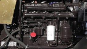 Μηχανή δύναμης diesel στο νέο τρακτέρ απόθεμα βίντεο