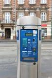 Μηχανή εισιτηρίων χώρων στάθμευσης με την ηλεκτρονική πληρωμή στην Κρακοβία, Πολωνία Στοκ Φωτογραφία