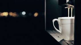 Μηχανή καφέ που κάνει Latte Macchiato Πλάγια όψη απόθεμα βίντεο