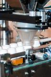Μηχανή πλήρωσης χαπιών Στοκ φωτογραφία με δικαίωμα ελεύθερης χρήσης