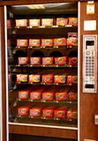 Μηχανή πώλησης για τα προϊόντα πλυντηρίων στοκ εικόνα