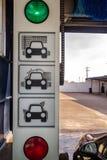 Μηχανή πλυσίματος αυτοκινήτων σηράγγων Στοκ εικόνες με δικαίωμα ελεύθερης χρήσης