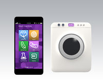 Μηχανή πλυσίματος που ελέγχεται με έξυπνο τηλέφωνο Έννοια για Διαδίκτυο των πραγμάτων Στοκ εικόνες με δικαίωμα ελεύθερης χρήσης
