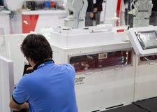 Μηχανή ρομπότ αυτοματοποίησης επισκευής τεχνικών στοκ φωτογραφίες