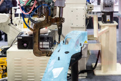 Μηχανή συγκόλλησης σημείων για τη αυτοκινητοβιομηχανία στο εργοστάσιο Έξυπνο φ Στοκ φωτογραφία με δικαίωμα ελεύθερης χρήσης