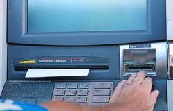 Μηχανή του ATM με την παραλαβή Στοκ φωτογραφίες με δικαίωμα ελεύθερης χρήσης