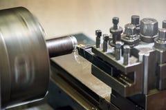 Μηχανή τόρνου σε ένα βιομηχανικό εργαστήριο Στοκ εικόνες με δικαίωμα ελεύθερης χρήσης