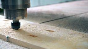 Μηχανή χάραξης που χαράζει τον ξύλινο πίνακα φιλμ μικρού μήκους